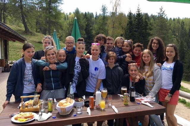 Junge Fussballerinnen im Jahresrückblick